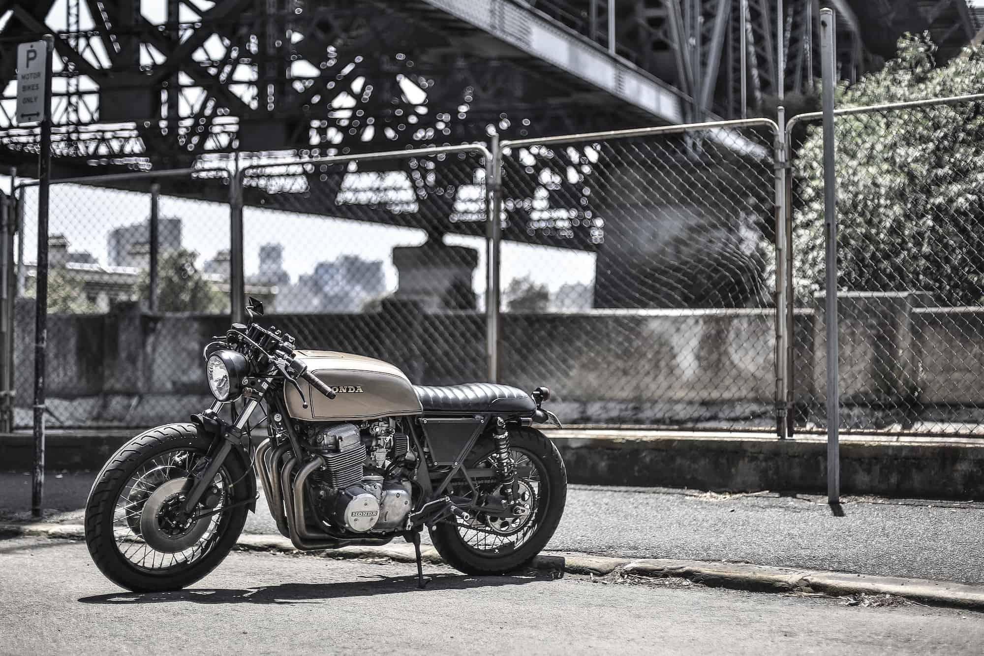 Magasin de pièces moto, d'accessoires et entretien moto vintage café racer
