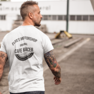 Homme avec T-shirt original